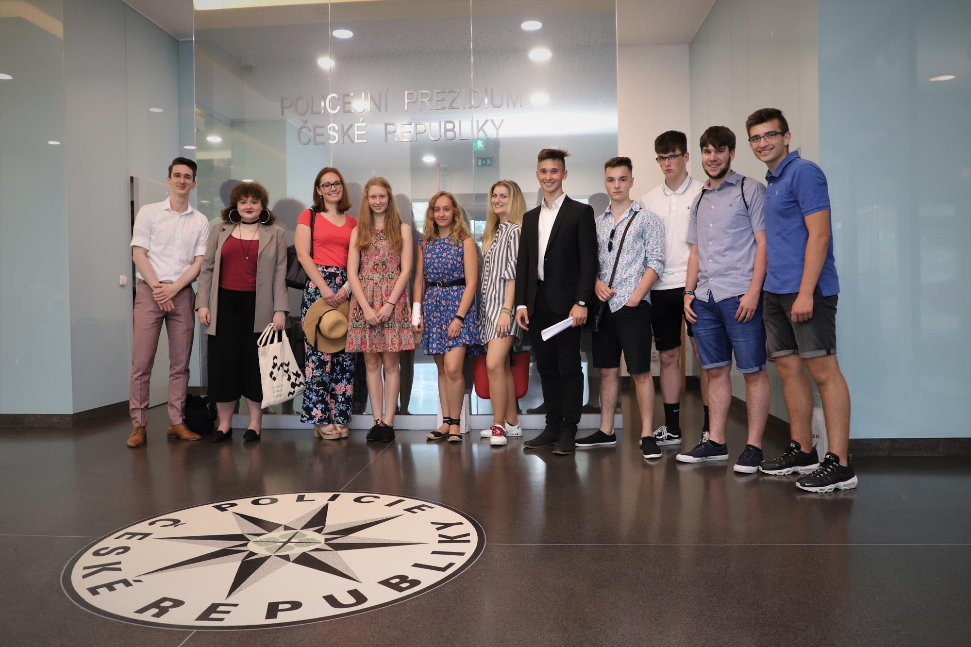 Mladí diplomaté - společná fotka
